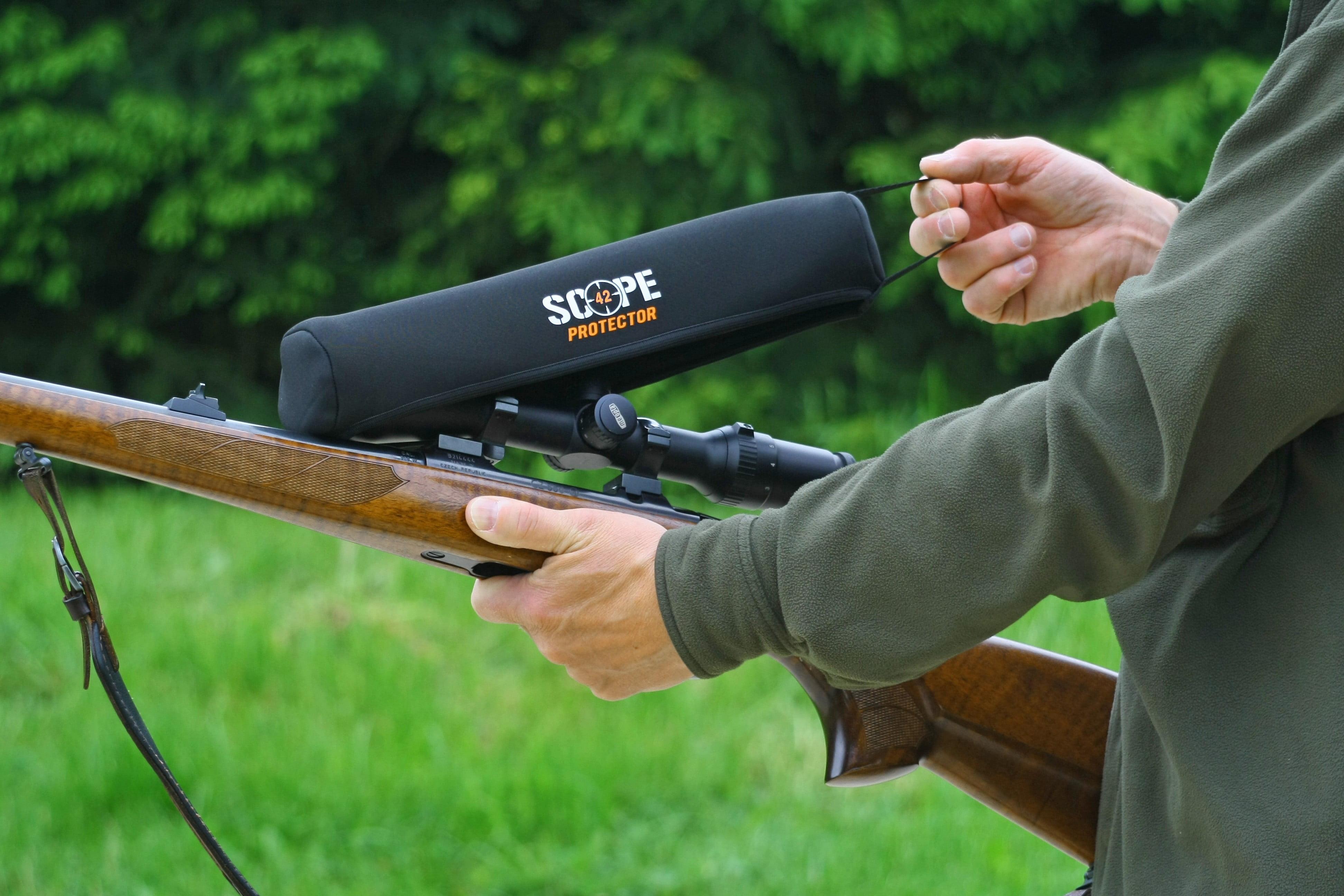 Osłona lunety na broń w czasie polowania